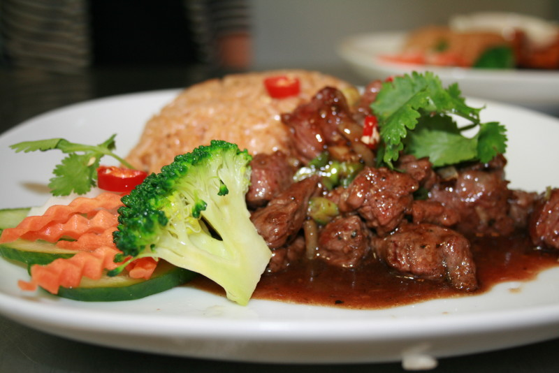 Com bo luc lace -Beef pepper sauce with tomato rice