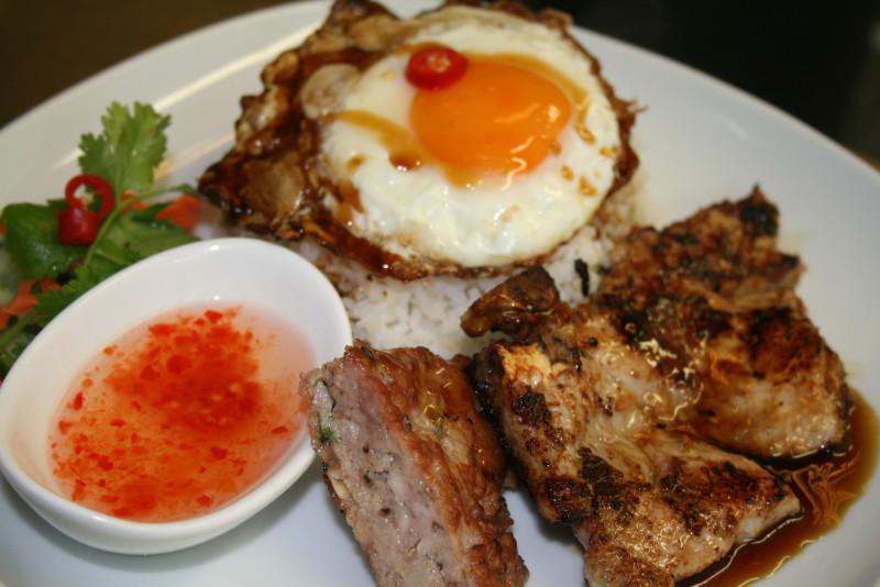 Com tam dac biet - Special rice pork chop