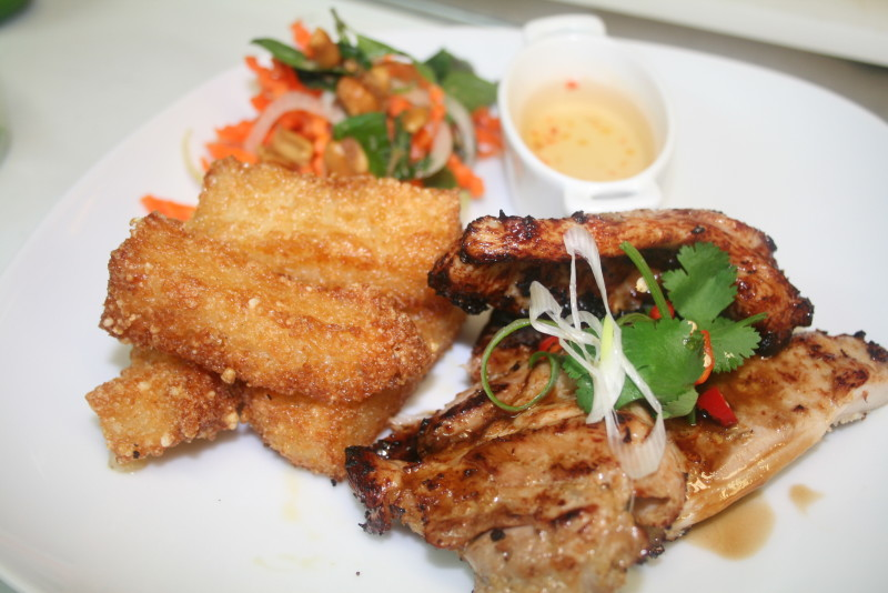 Thit nuong sa - Grilled lemongrass chicken